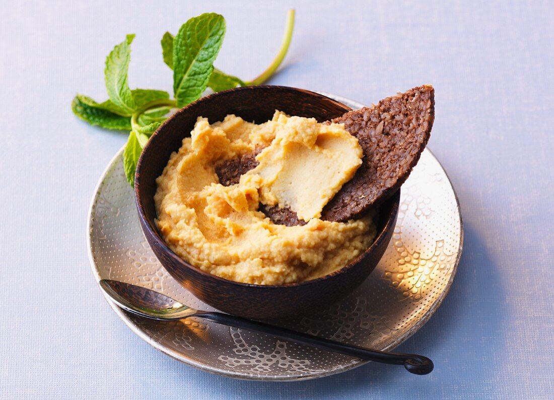 Arab chickpea cream