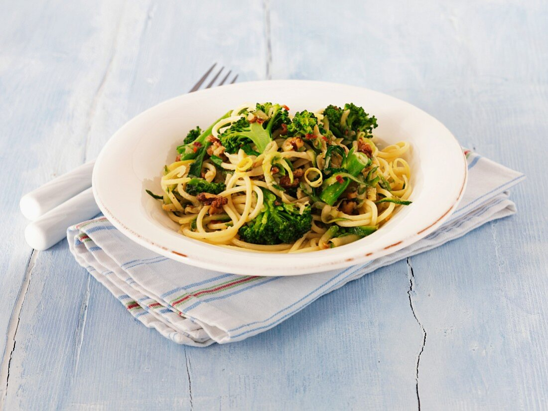 Linguine with broccoli, lemons and walnuts