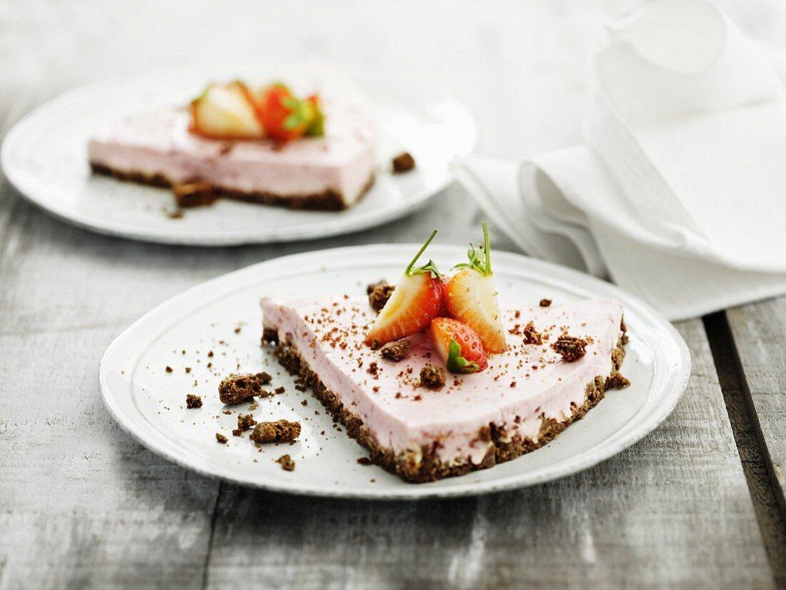 Strawberry gateau with a crumb base