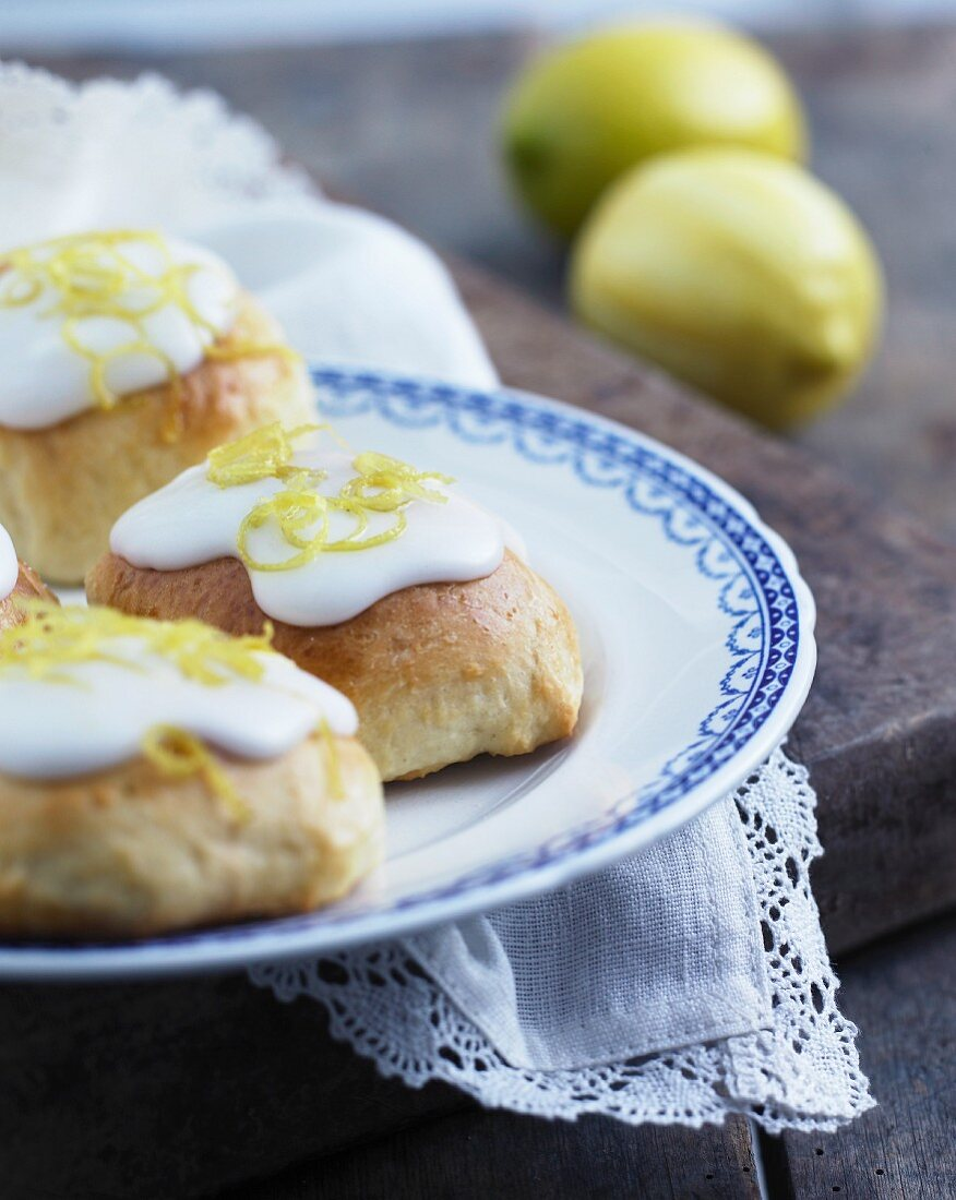 Yeast rolls with icing and lemon zest