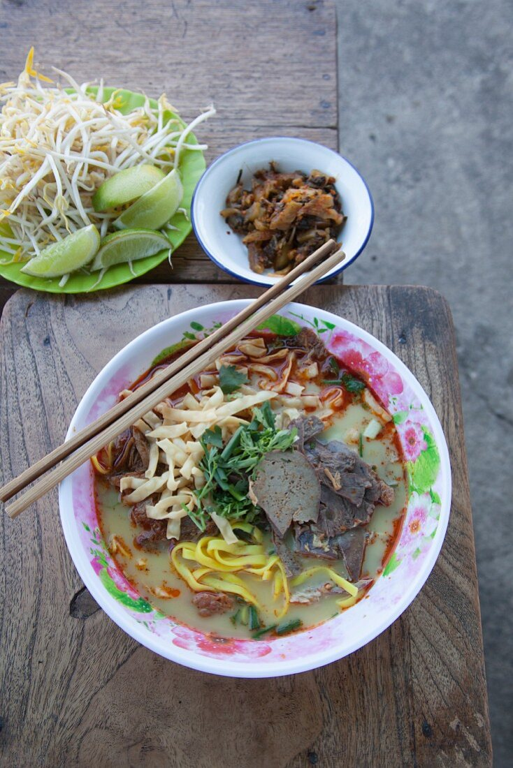 Noodle curry soup with beef (Northern Thailand)