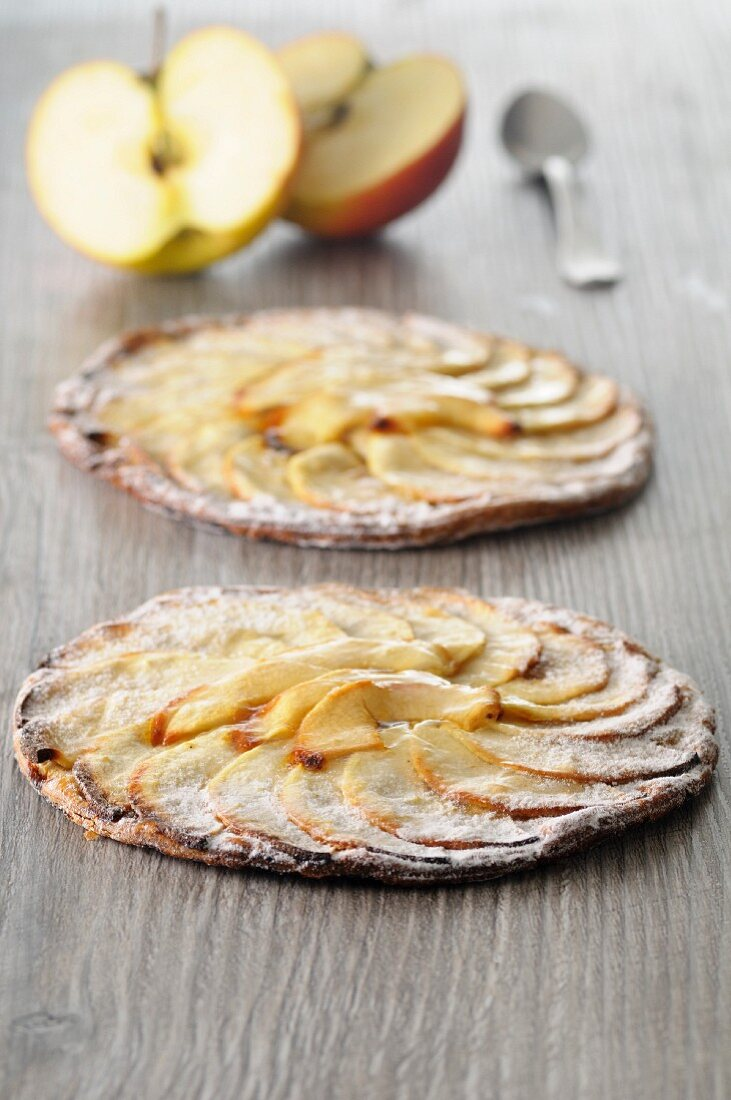 Tarte aux pommes (French apple tarts)