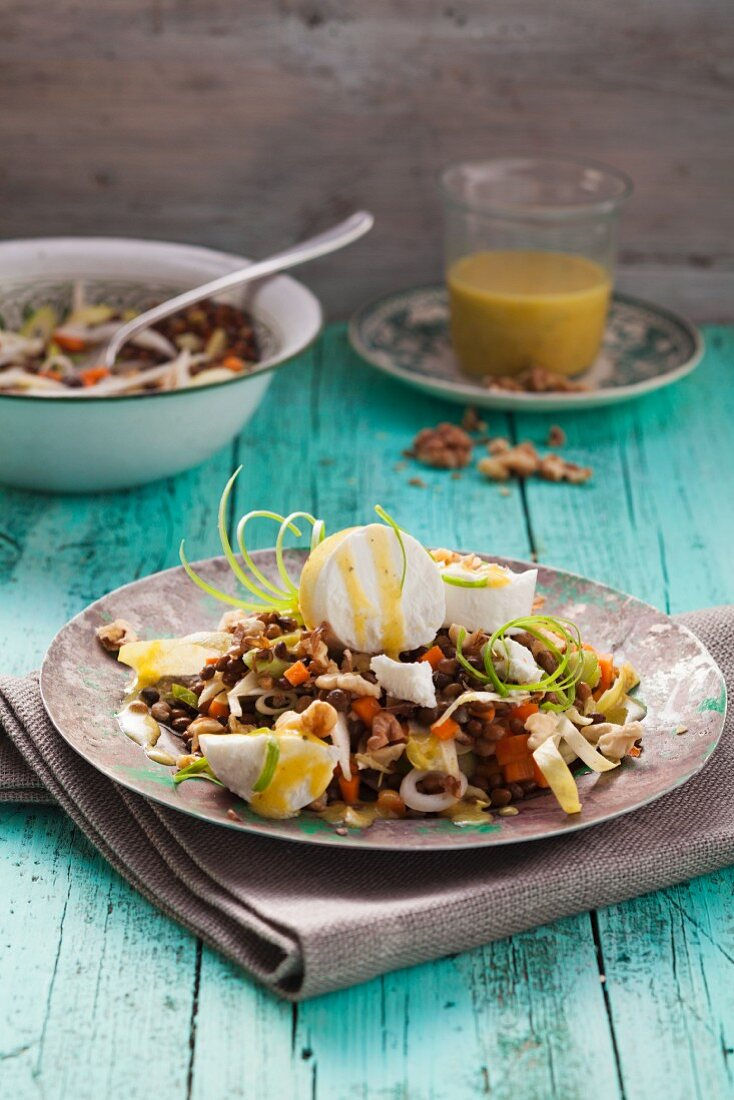 Lentil and chicory salad with goat's cheese