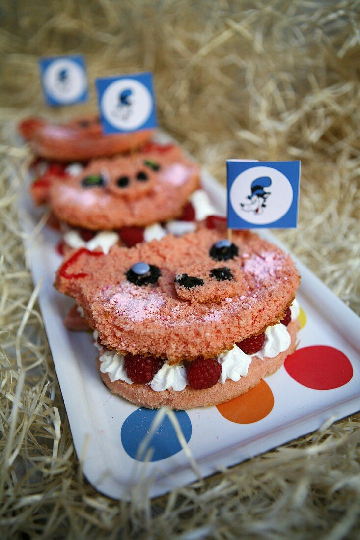 Pig cookies filled with cream and raspberries