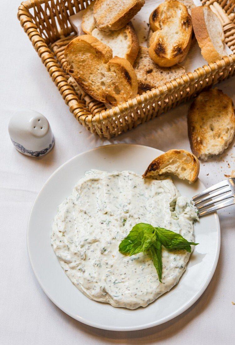 Haydari (Turkish yoghurt paste with sheep's cheese and herbs)