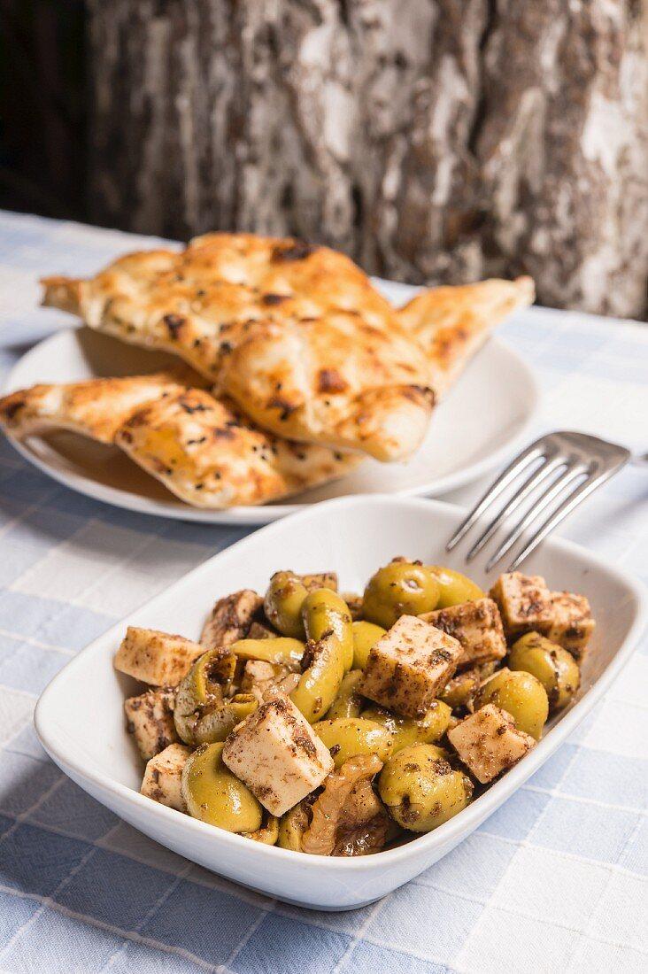 Peynirli Zeytin Salatasi (Turkish olive salad with firm goat's cheese)