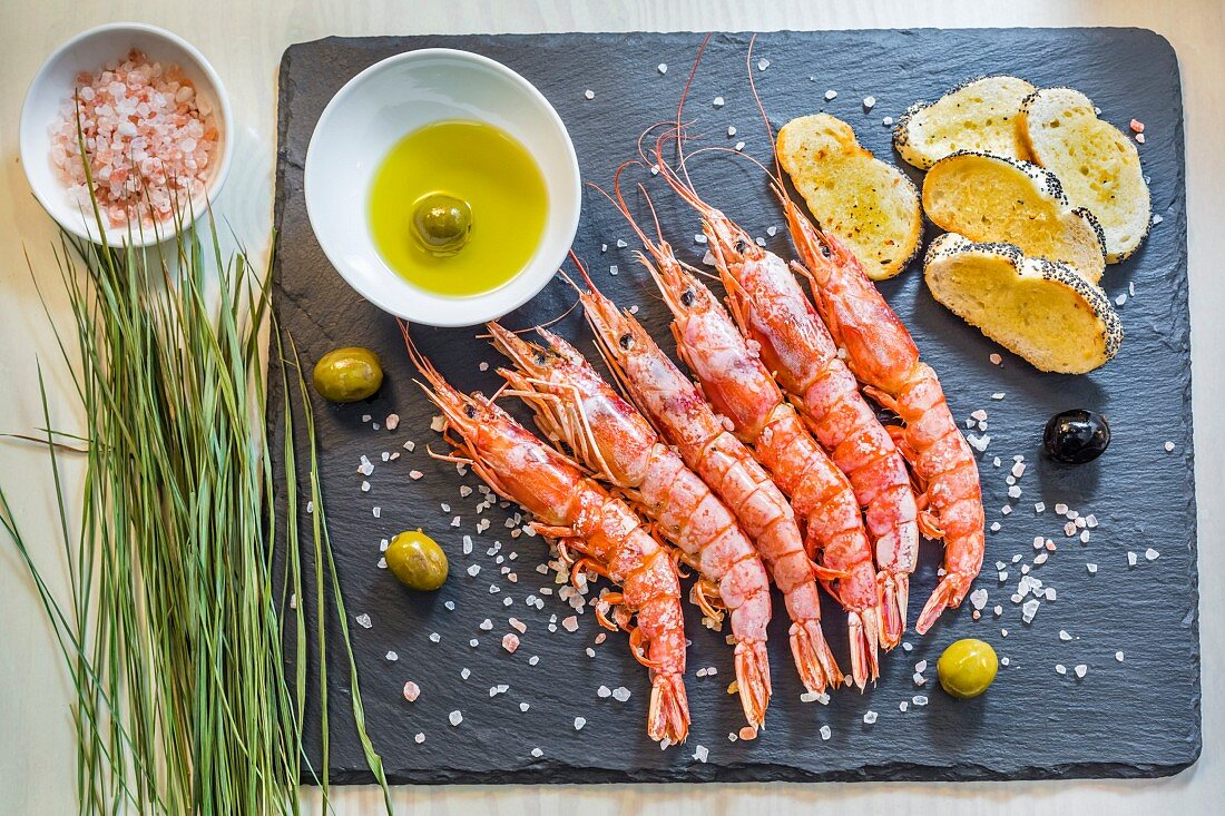 Prawns with Himalayan salt and olives