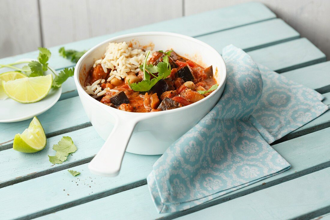 Vegetarian aubergine curry with chickpeas