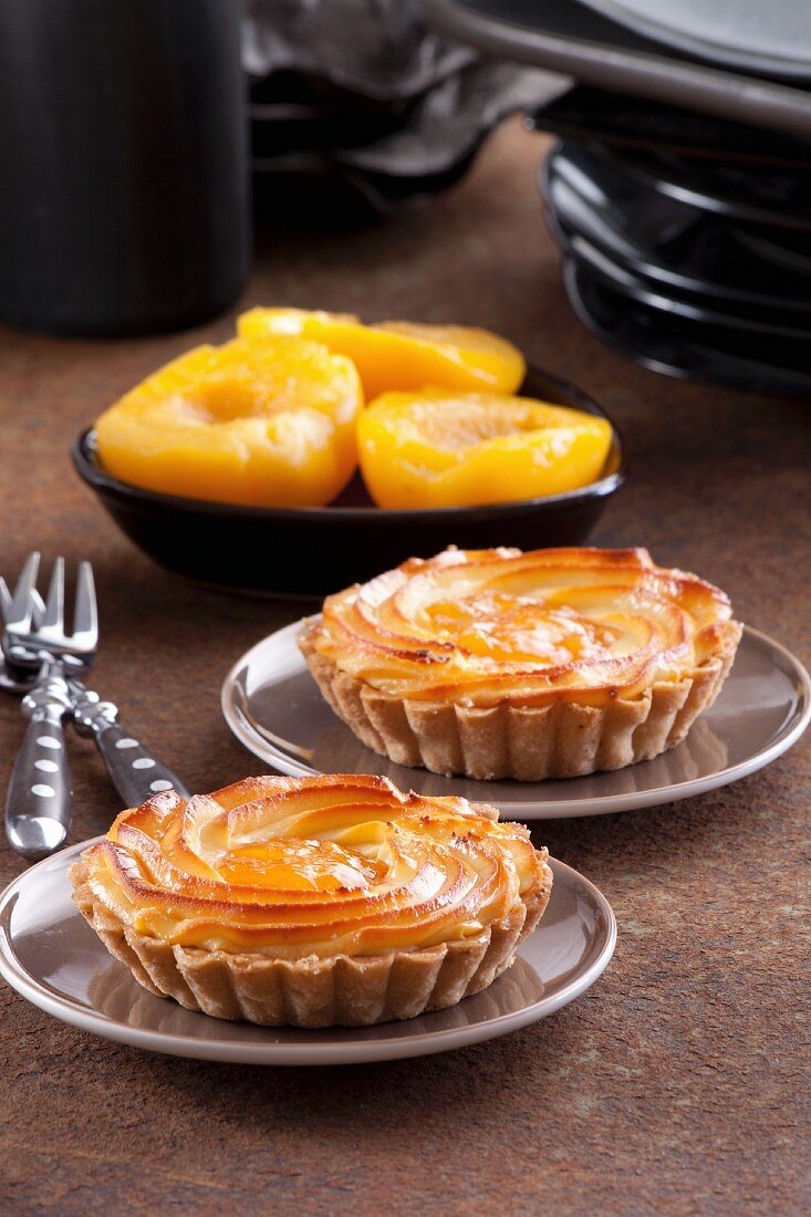 Quark tartlets with peaches