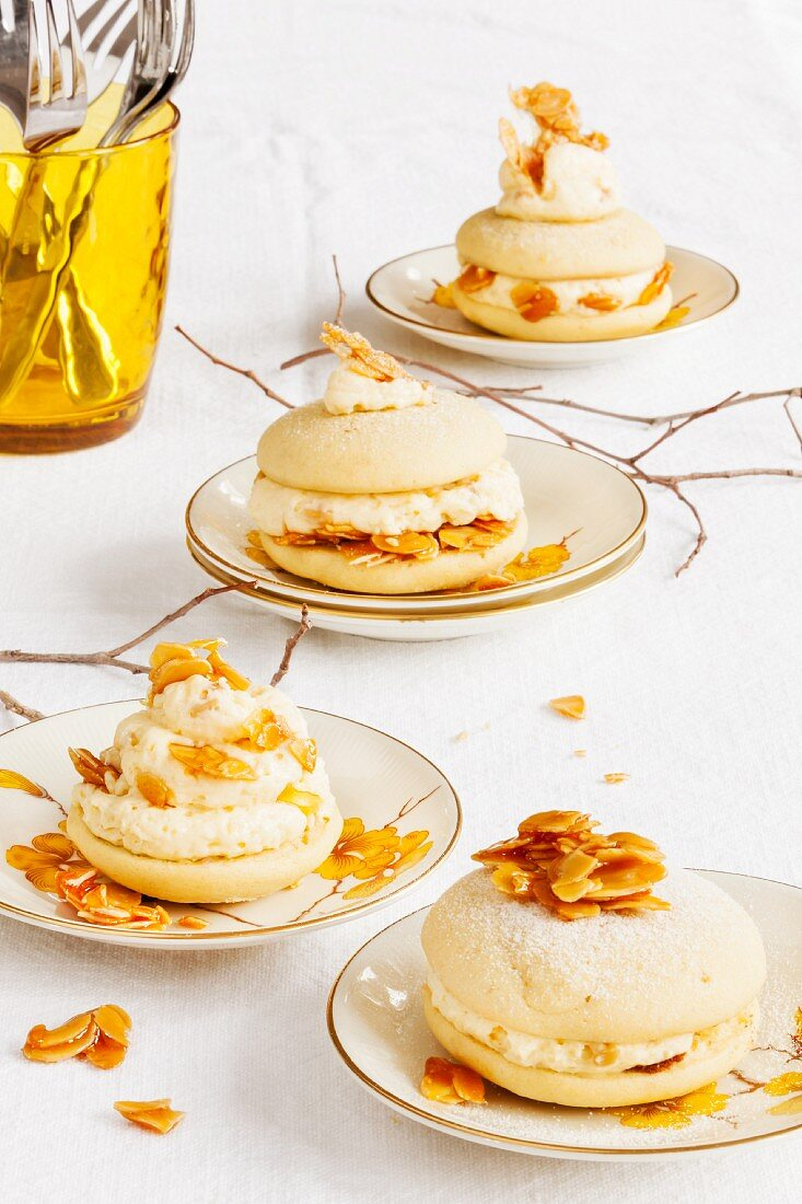 Caramelised almond whoopie pie