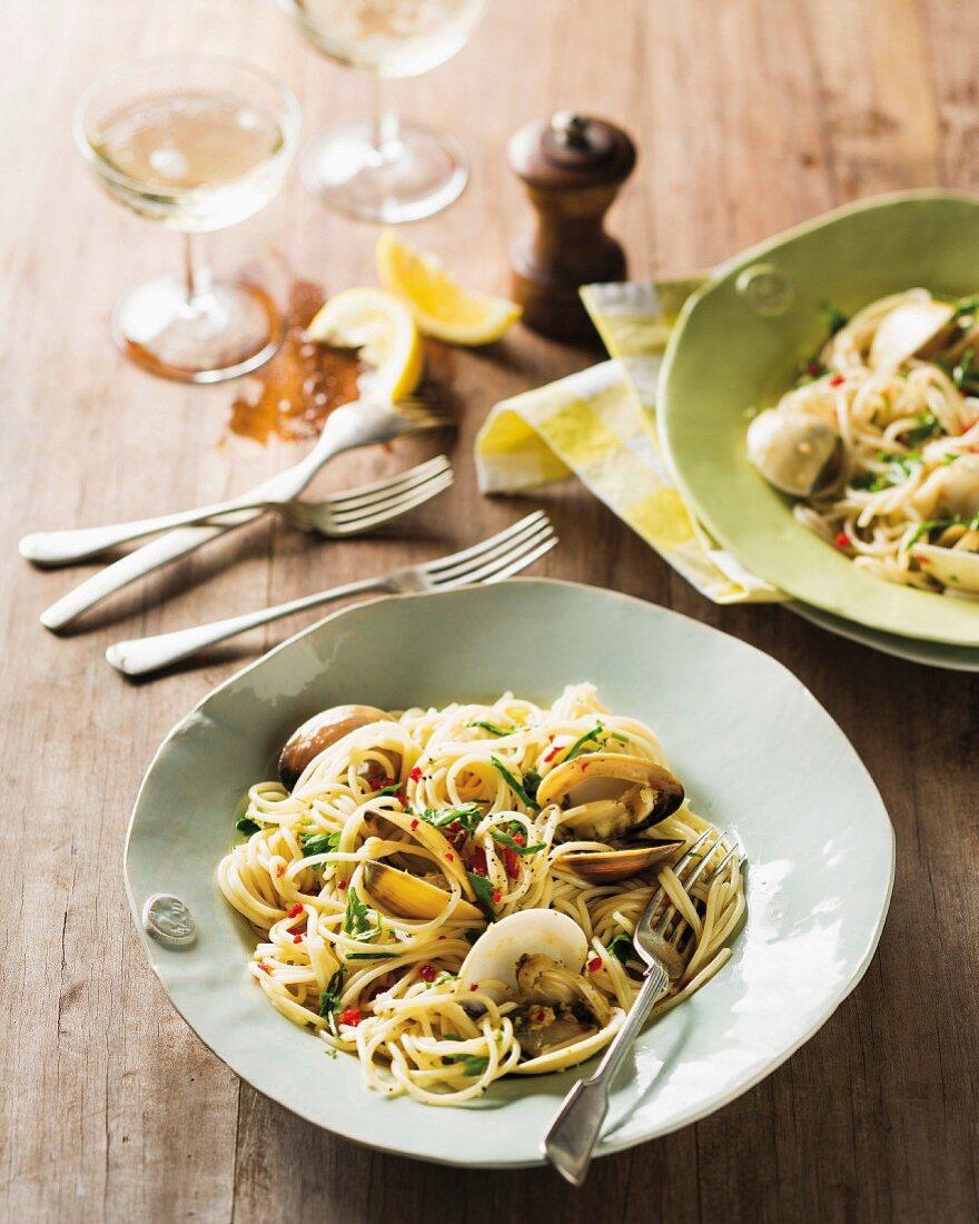 Spaghetti con le vongole (Spaghetti with clams, Italy)