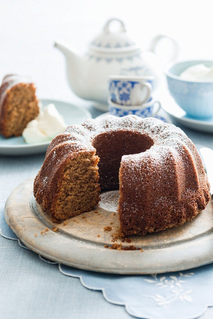 Coffee and banana Bundt cake with icing sugar