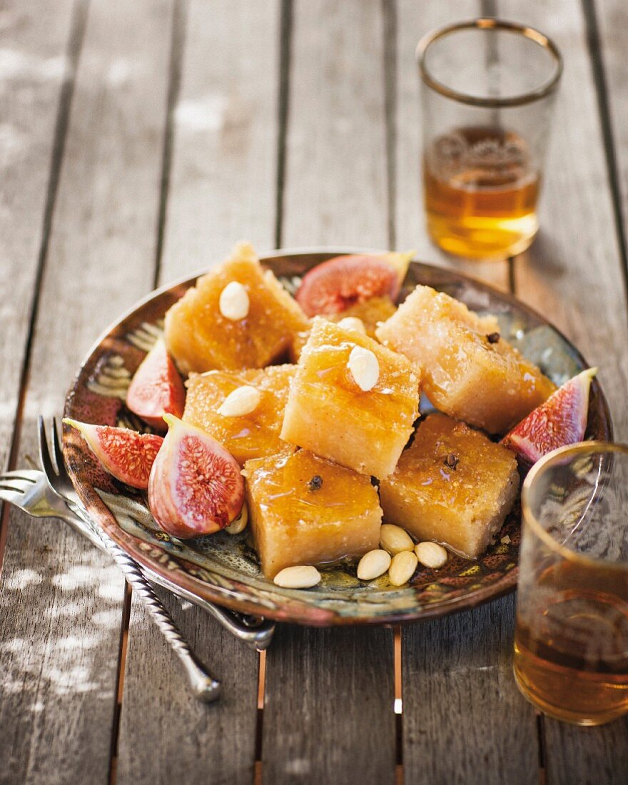 Grease rice-honey confectionery with honey syrup