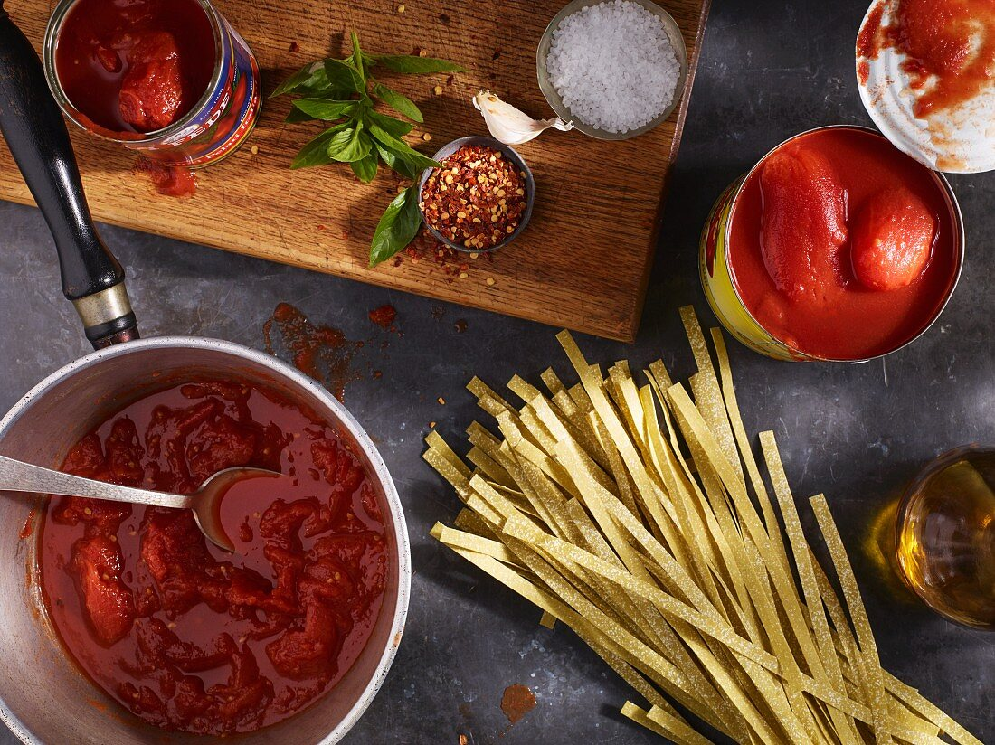 Tomato sauce with herbs, spices and pasta