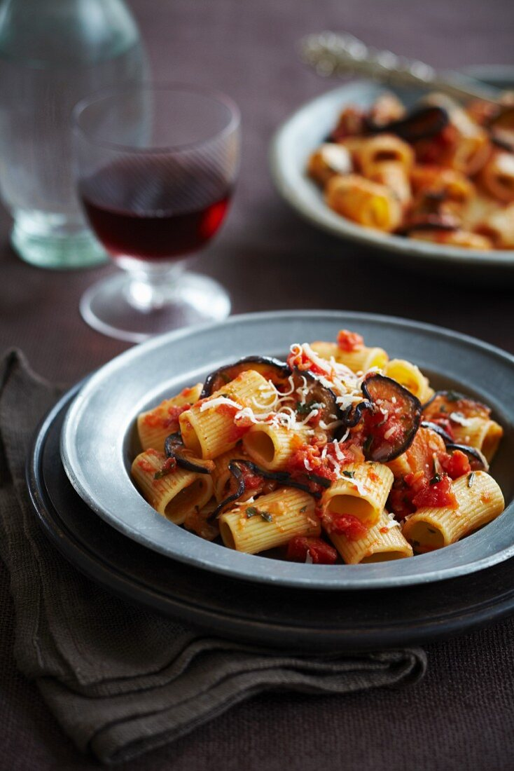 Rigatoni with an aubergine and tomato sauce