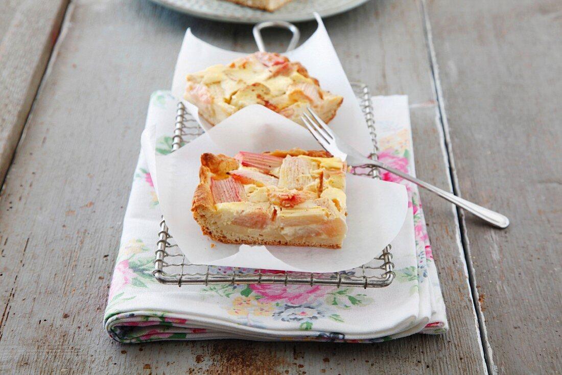 Rhubarb cake with sour cream
