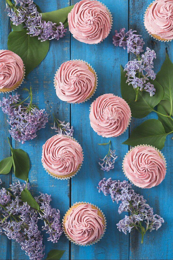 Cupcakes with raspberry cream