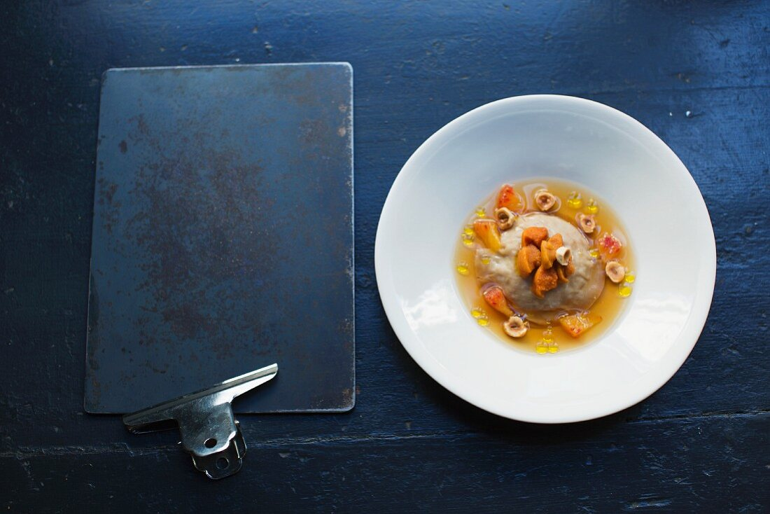 Raviolo with sea urchins at the restaurant 'Septime', Paris