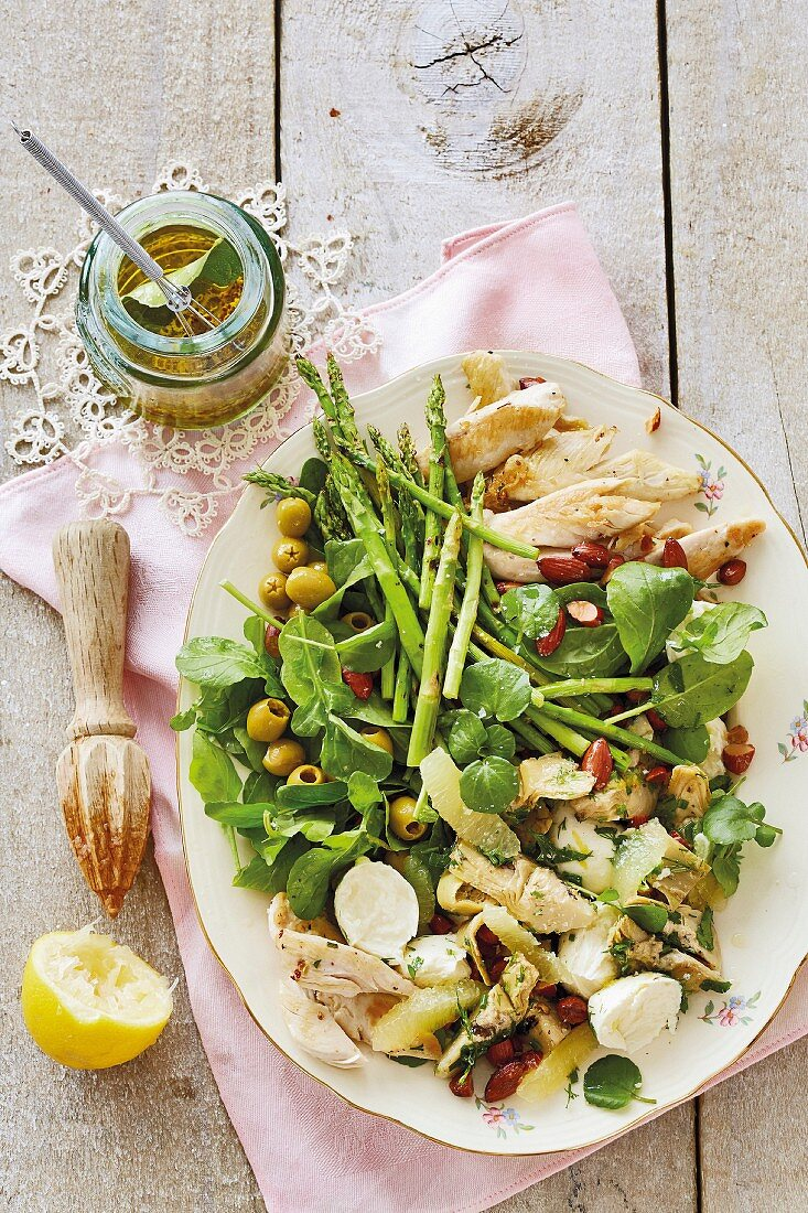 Lemon, olive and artichoke salad with chicken breast
