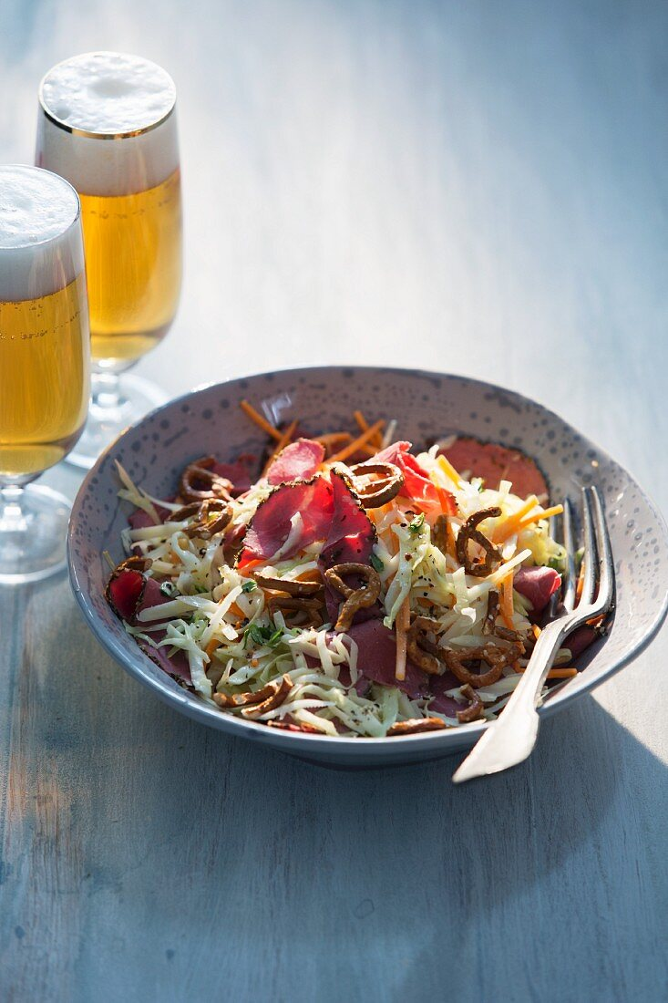 Pointed cabbage salad with pastrami, Gruyere and salted pretzels