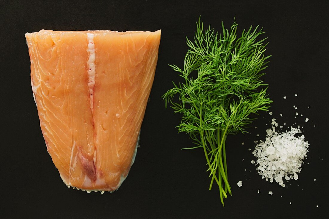 Ingredients for graved salmon: salmon, dill and coarse salt (seen from above)