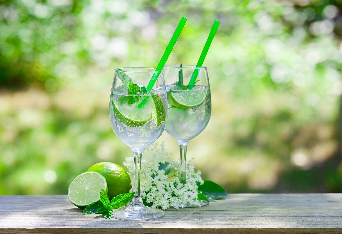 Two glasses of Hugo with limes, mint and elderflower syrup