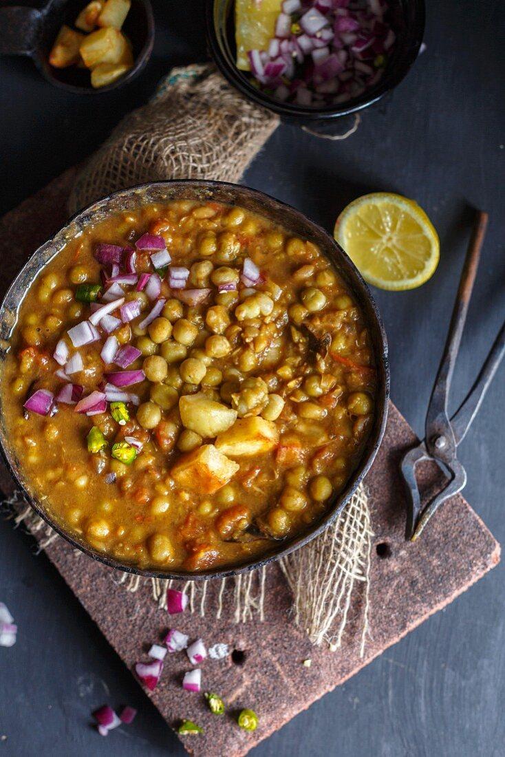 Ghugni (Indian pea curry)