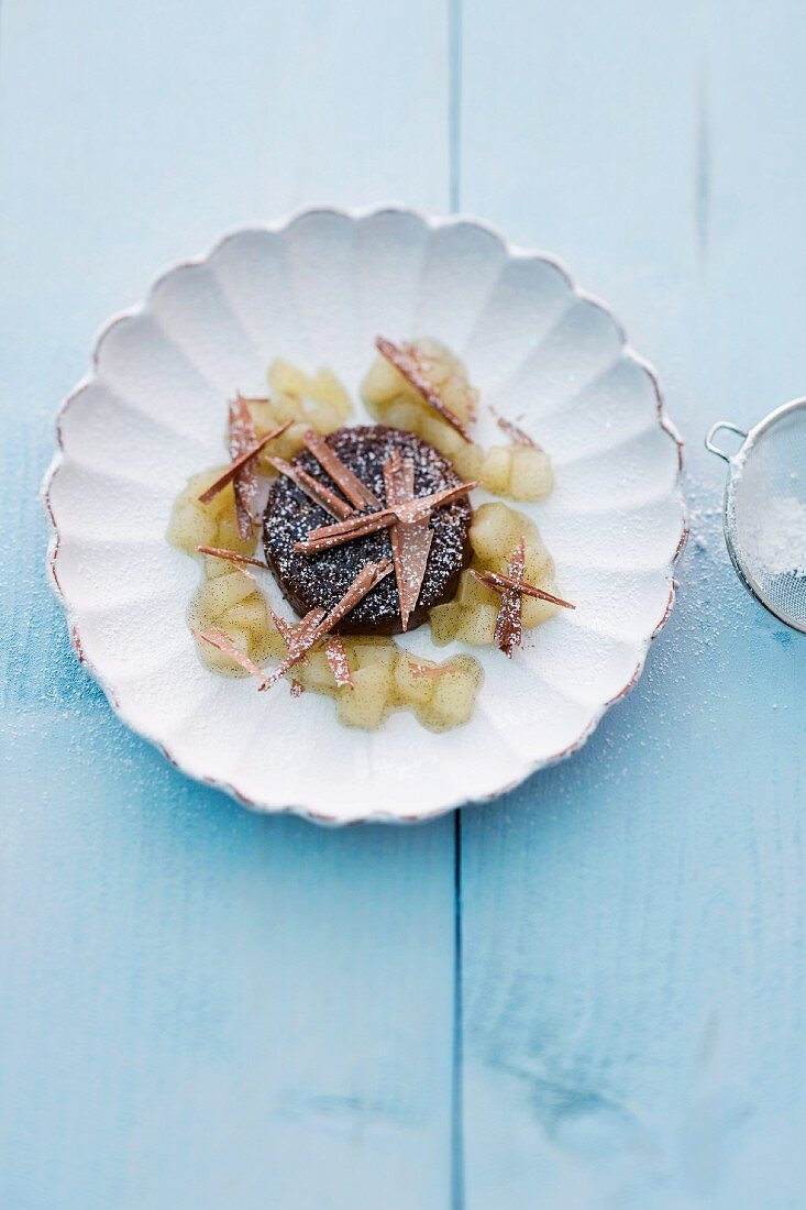 Chocolate cream with pears and icing sugar