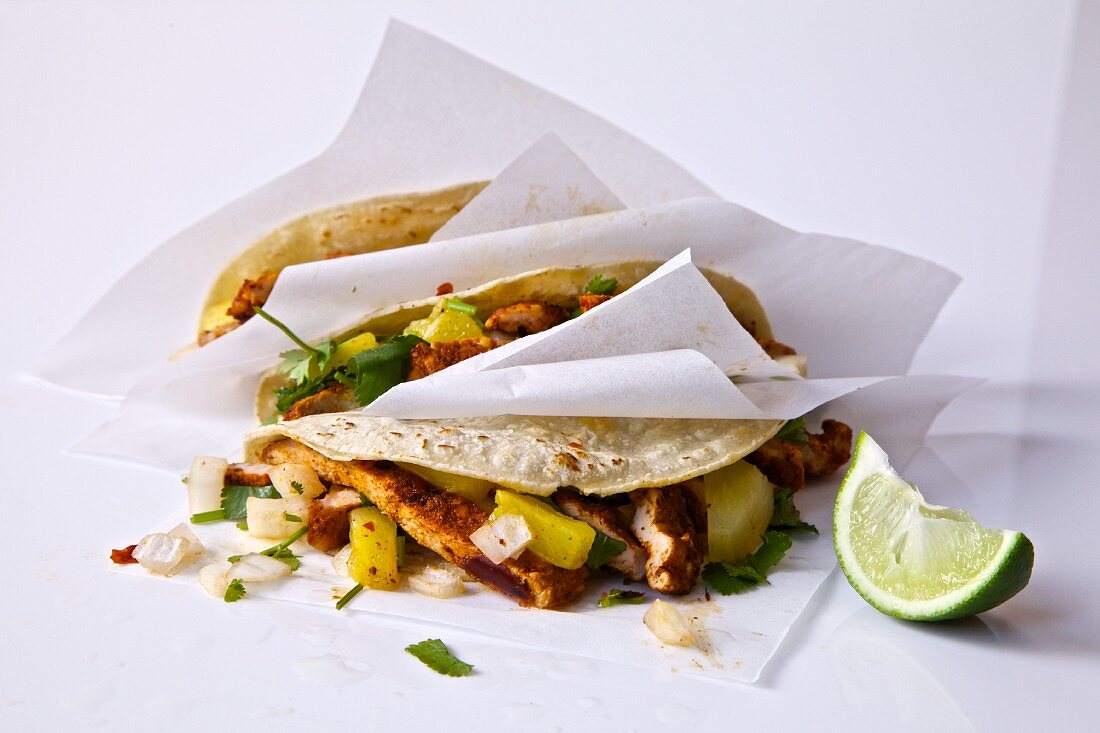 Soft tacos with chicken, coriander and pineapple
