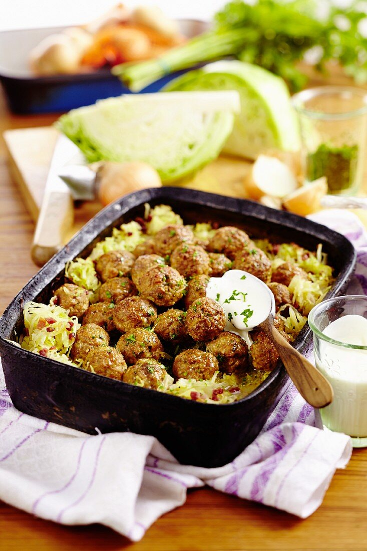 White cabbage bake with chicken meatballs