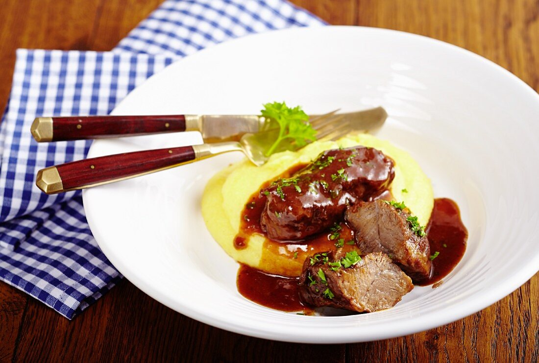 Lothing-style pork cheeks with mashed potatoes