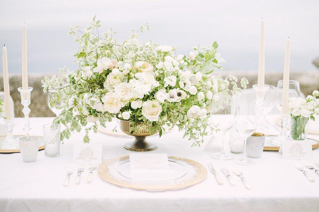 Wedding table outdoors (Ravello, Italy)