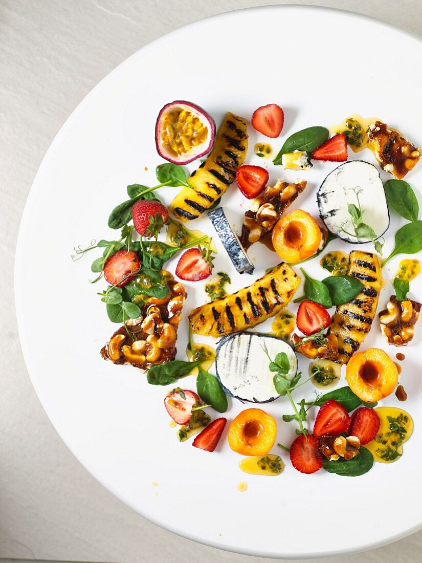 Goat's cheese salad with cashew nut brittle