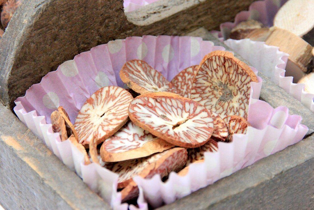 Decorative nutmeg slices