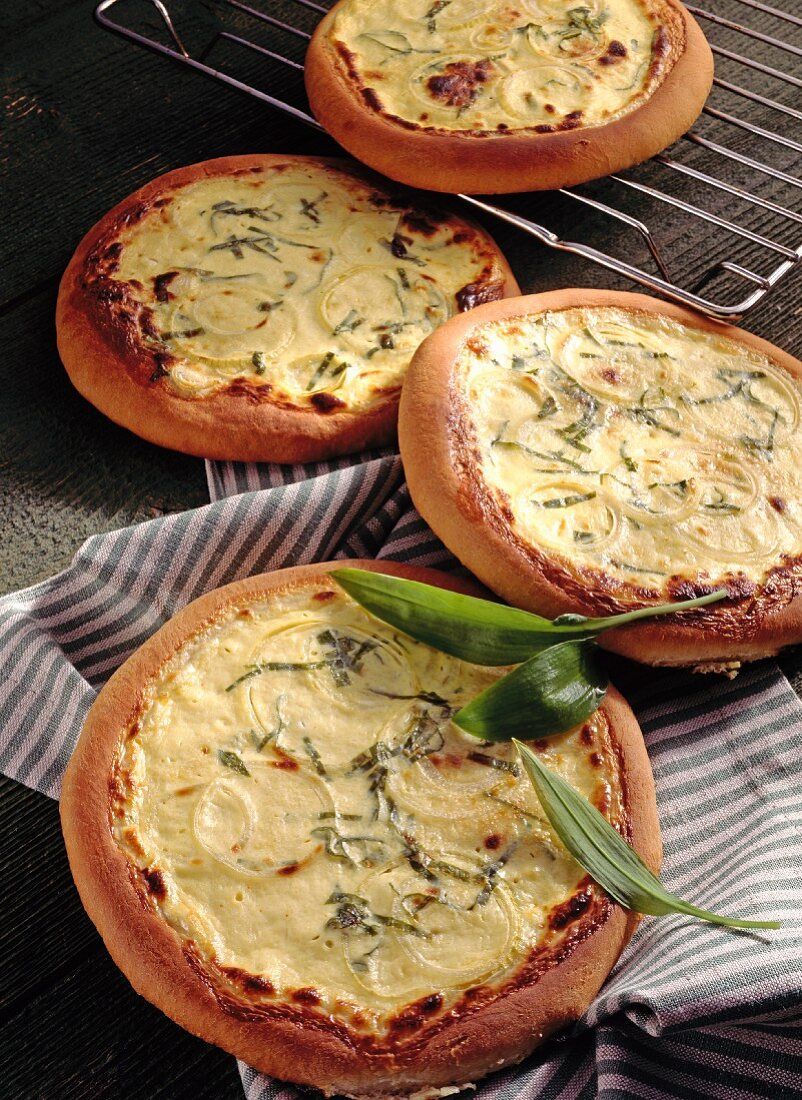 Wild garlic bread with sour cream and onions