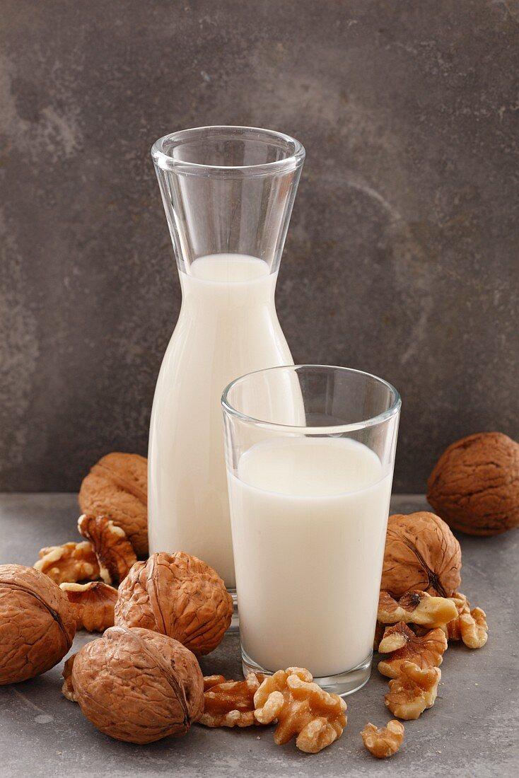 Walnut milk and walnuts