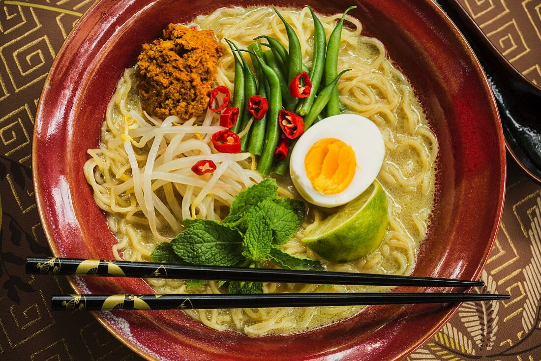 Ramen noodles with curry, beans and egg (Malaysia)