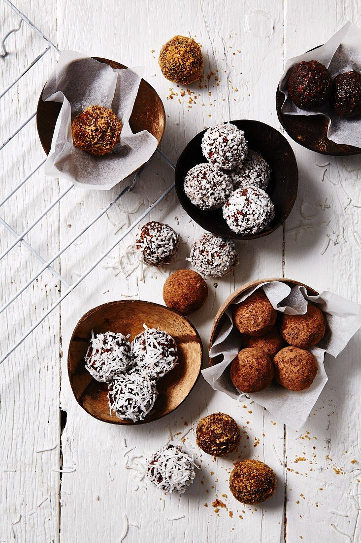 Truffle pralines with cocoa and grated coconut