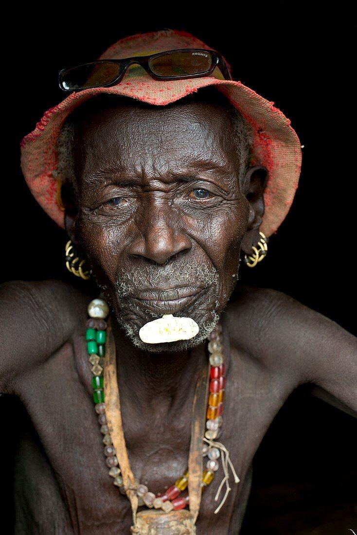 Old Dassenech tribesman with cataracts