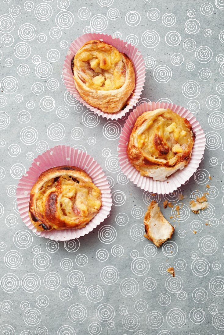 How to make puff pastry swirls with an apple filling