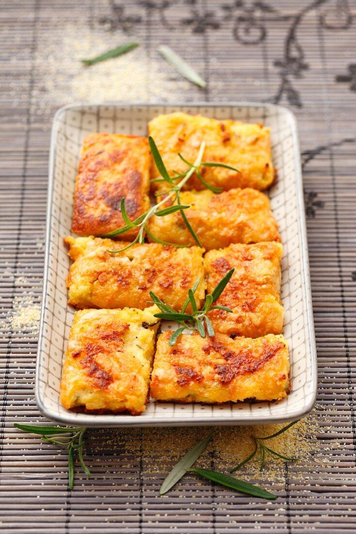 Polenta bars with Parmesan and rosemary