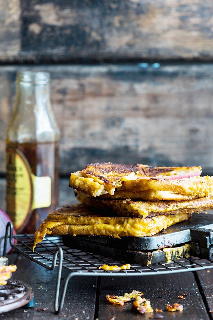 Grilled cheese sandwiches with chutney