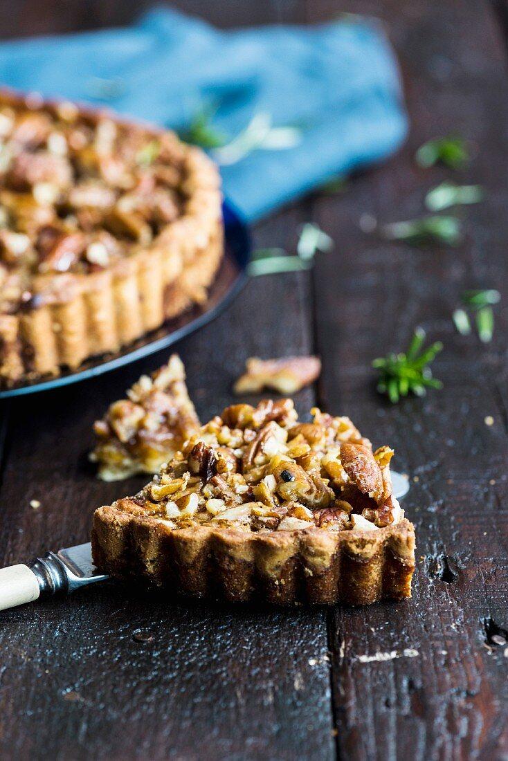 Pecan tart with honey