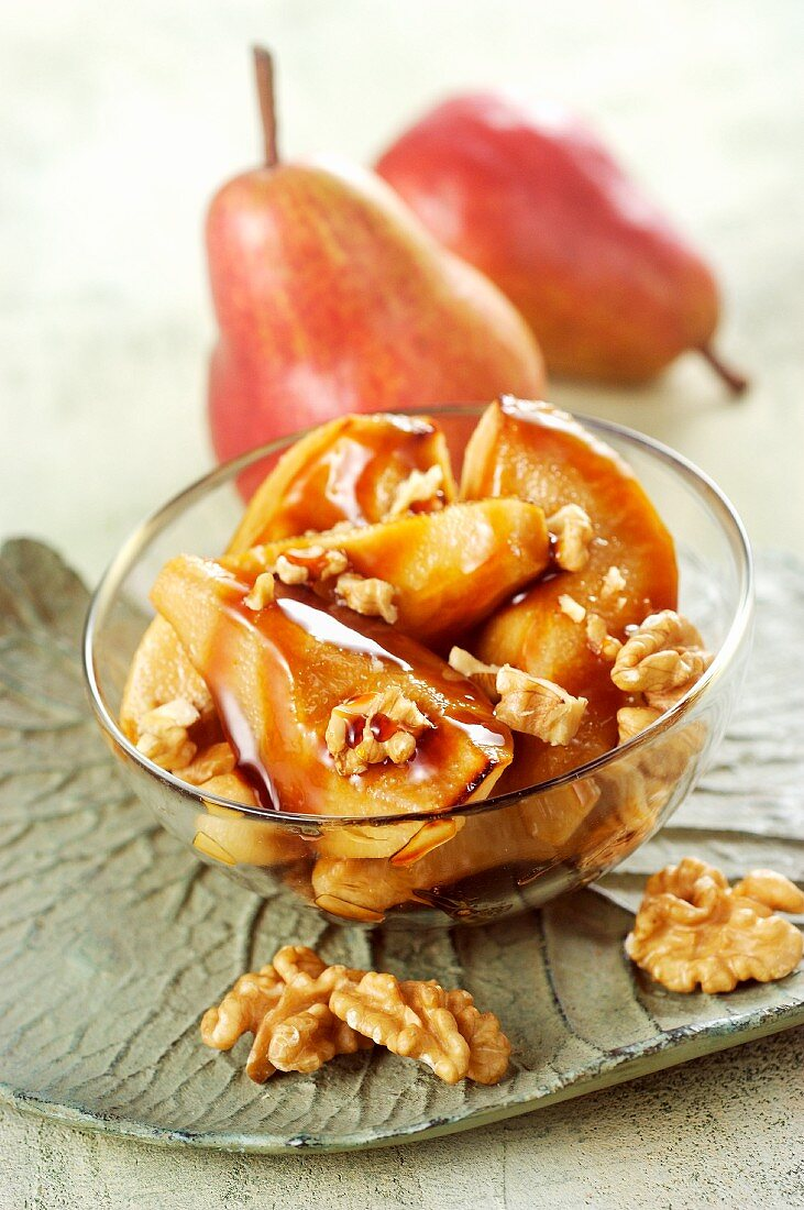 Caramelised pears with walnuts
