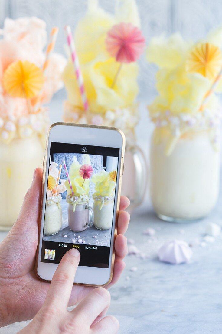 Blogger fotografiert Freak Shakes mit dem Handy