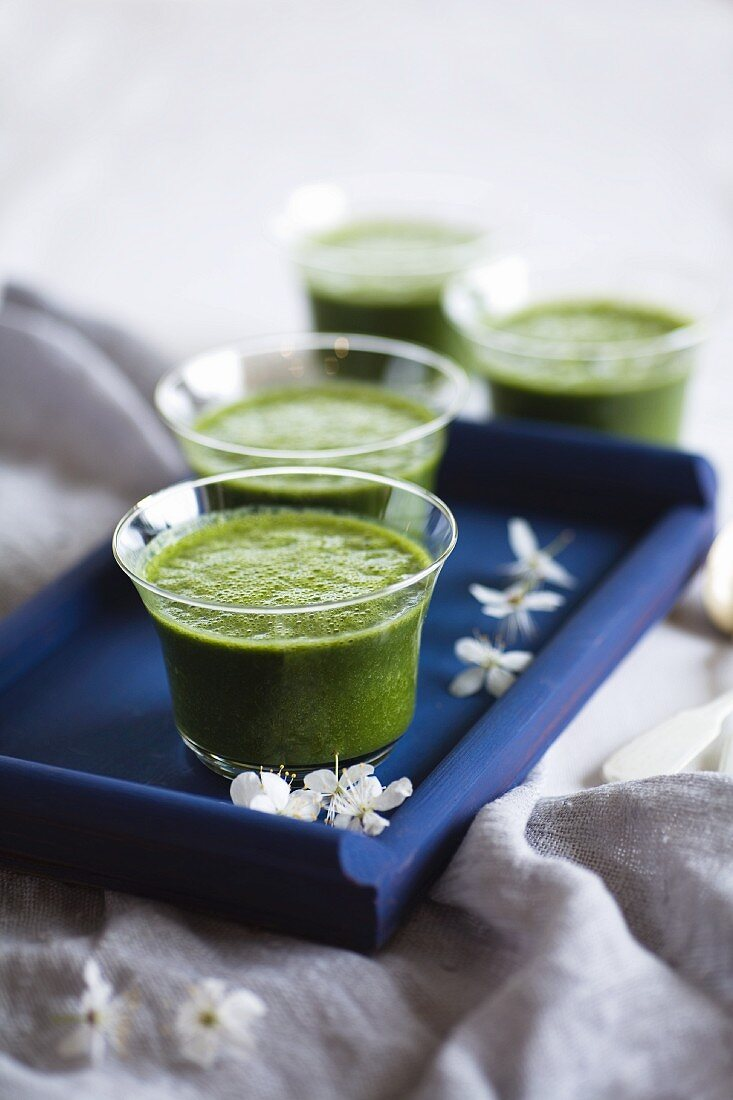 Green smoothies with barley