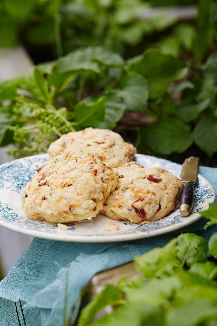 Scones with dried tomatoes
