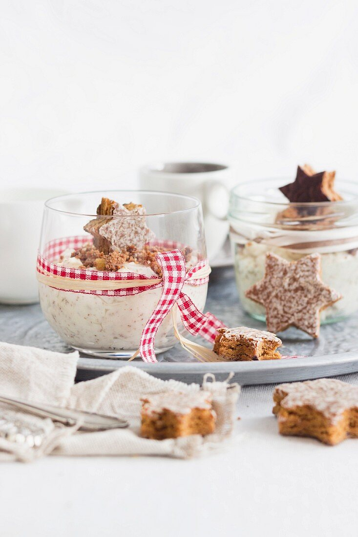 White gingerbread mousse with Elisenlebkuchen (Nuremburg gingerbread), white chocolate and cream