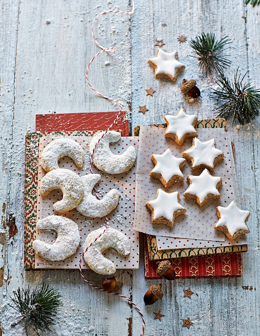 Vanilla crescent-shaped biscuits and cinnamon stars for Christmas