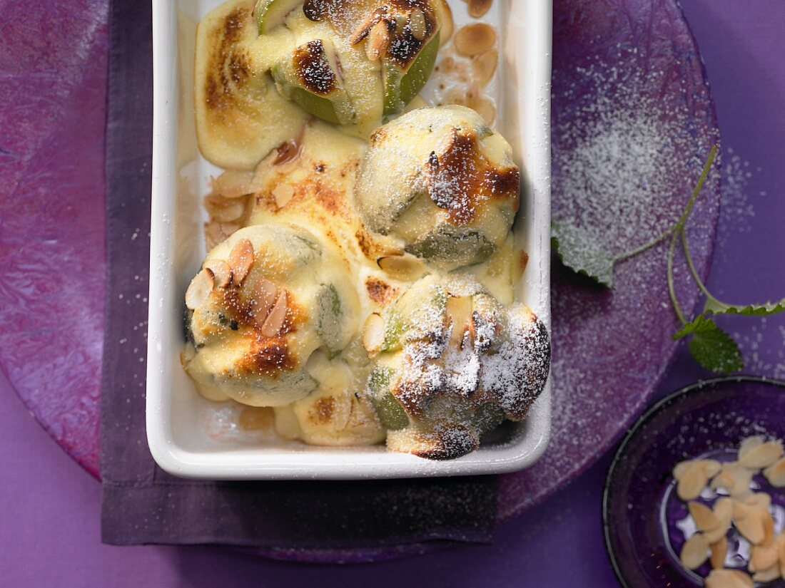 Grilled figs with cottage cheese and almonds